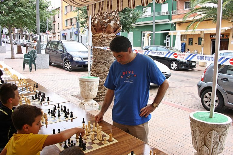 El jugador y Monitor Nacional de Ajedrez Joaquín Corbí también en plena acción