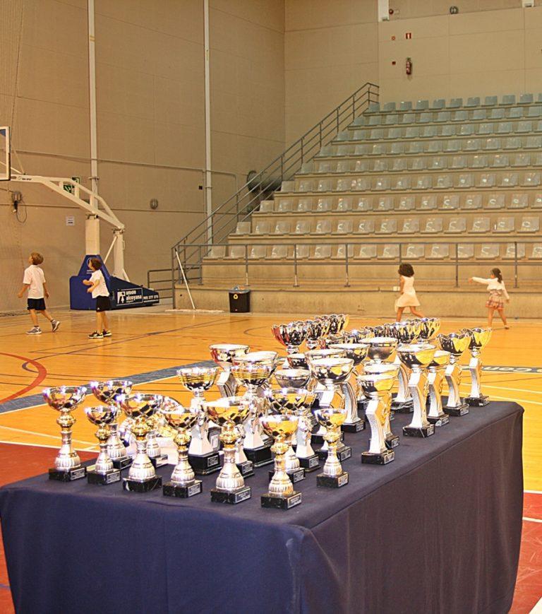 Los trofeos de la entrega de premios en la Clausura Final